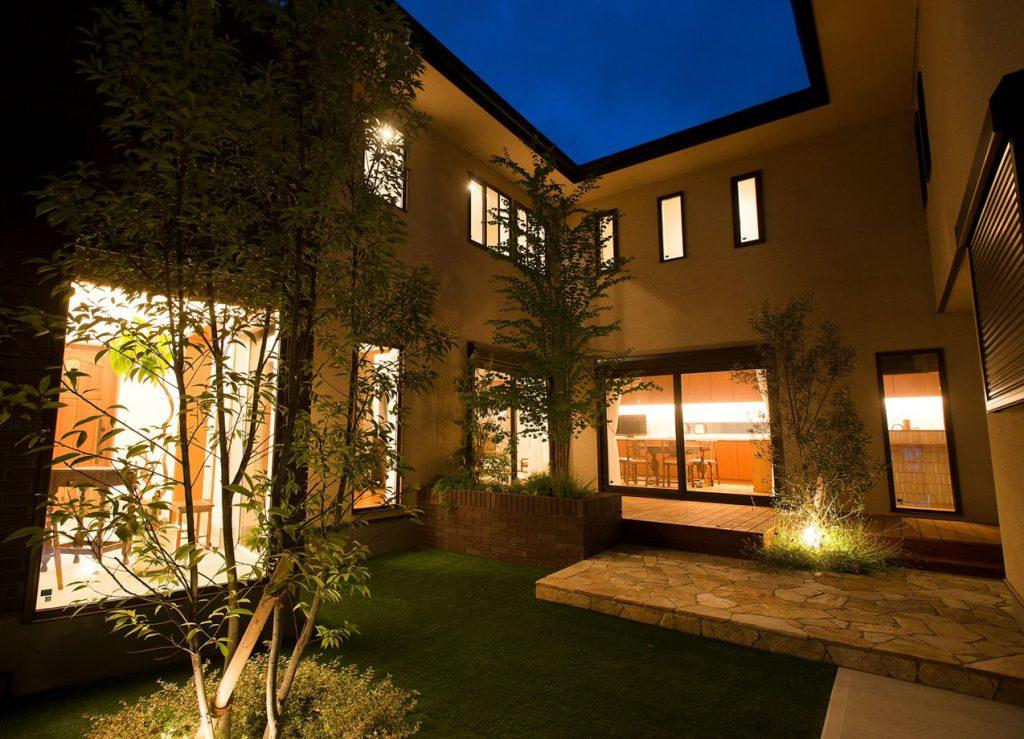 夜のお庭をライトアップ