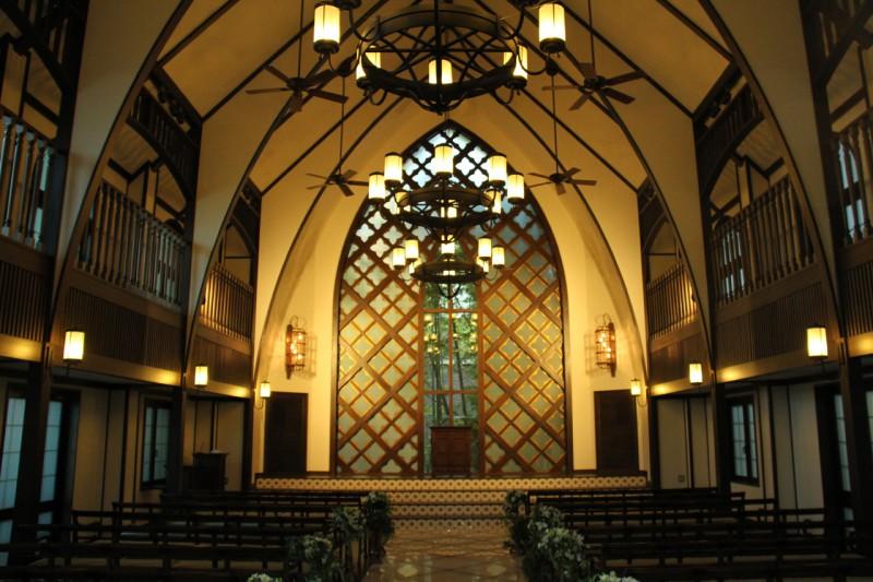 チャペル『Kawaramachi Ongakudo』竣工当時の西洋様式の解釈をデザインに取り入れている。