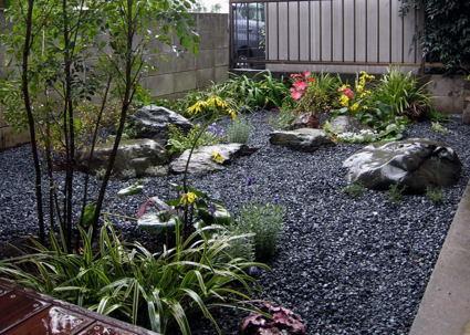 既存の庭石を利用した和庭