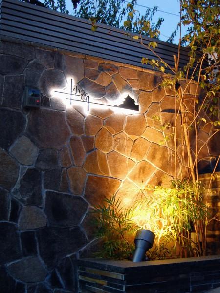 LEDバックライトのついたアイアン表札