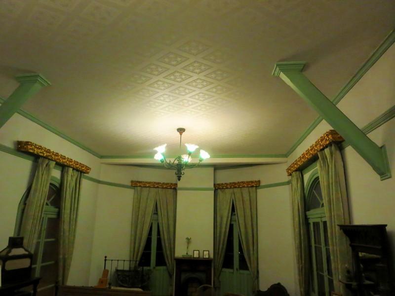室内の装飾美。建物躯体の方杖なのでしょうか?そこにも細かな装飾が施されています。
