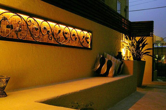 素敵な間接照明で、豊かにお庭(ガーデン)を演出します。ザ・シーズン吉祥寺の照明デザイン。