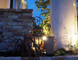 夜景を楽しむライティングされたお庭07