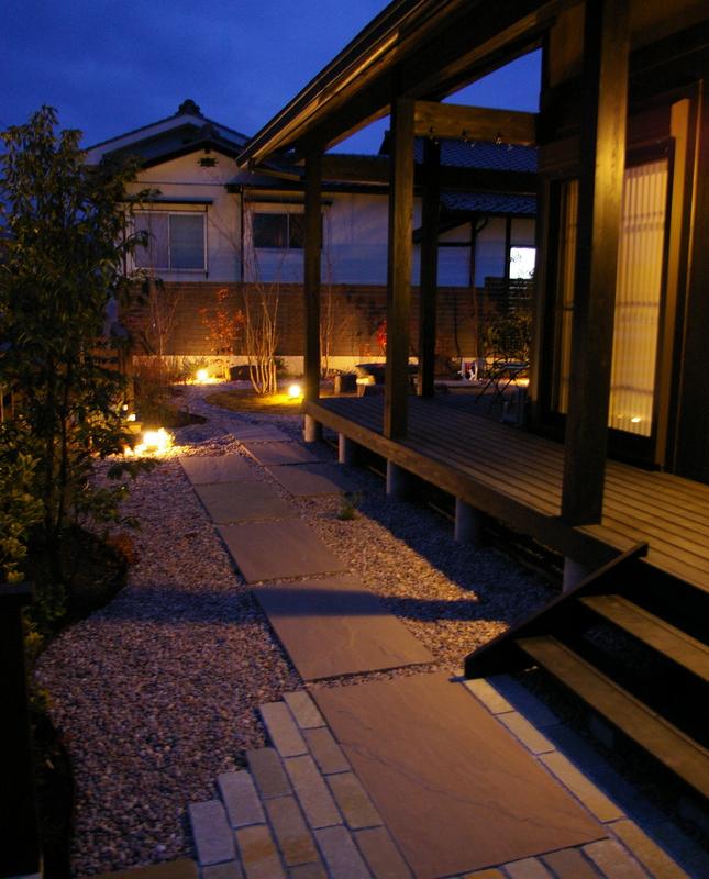 ナイトガーデン、広縁のあるお庭