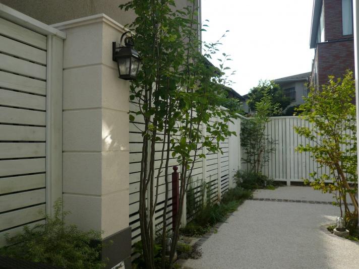シンボルツリーがアオハダとコハウチワカエデのお庭(ガーデン)