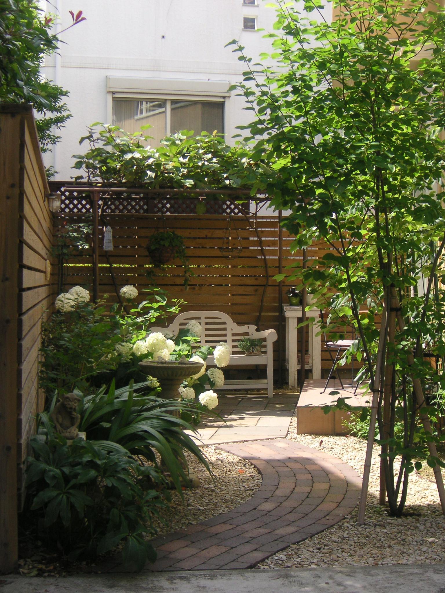 シンボルツリーがエゴノキのお庭(ガーデン)