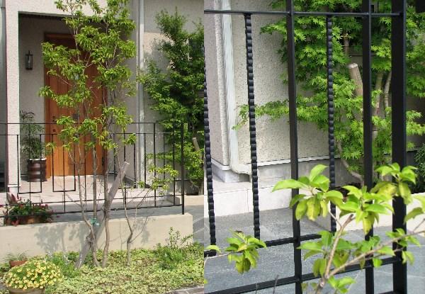 玄関ドアを引き立たせて魅せるデザイン。特注格子デザインのエクステリアファサード。