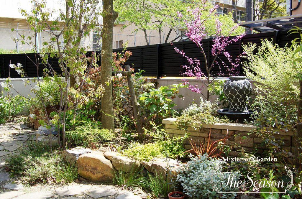 ガーデニングを楽しむナチュラルなお庭(ガーデン)