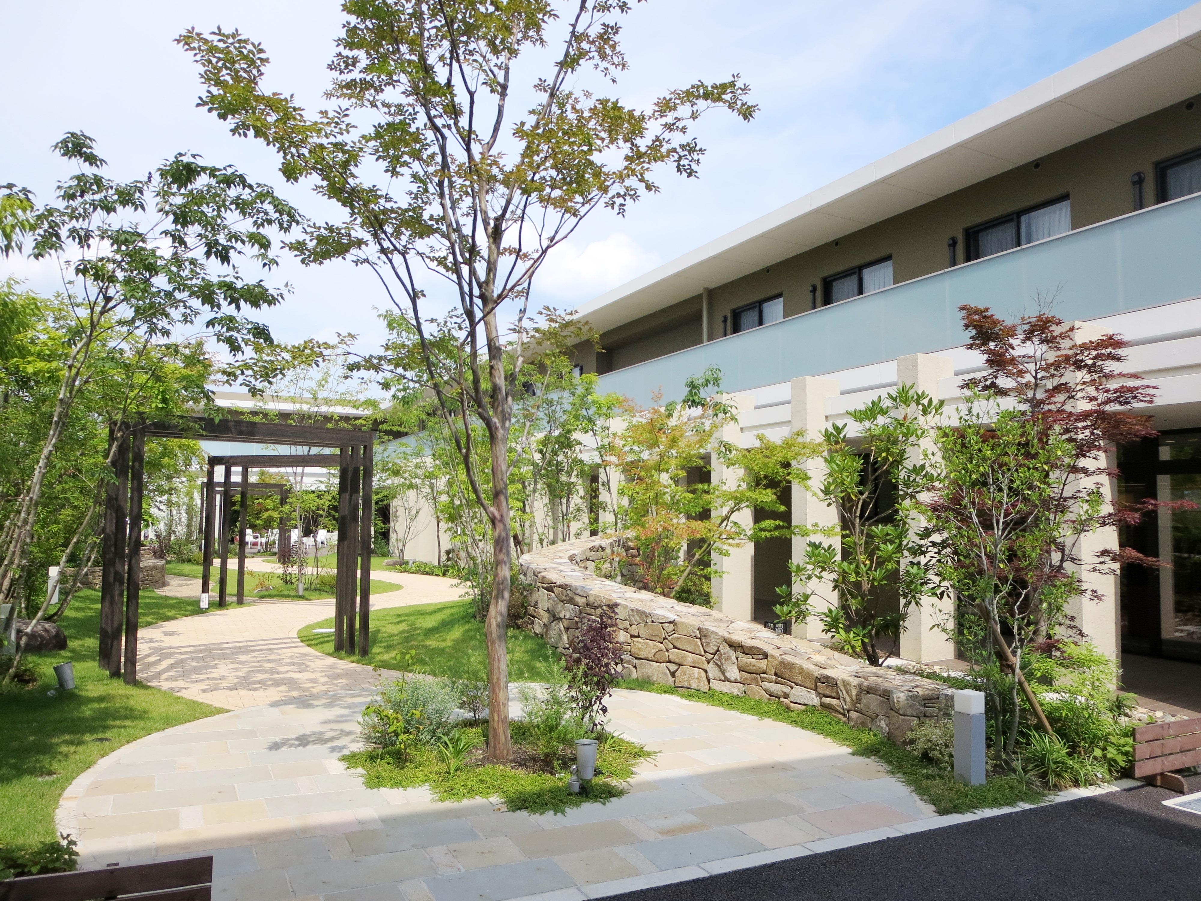 高齢者住宅のお庭(ガーデン)エントランス01