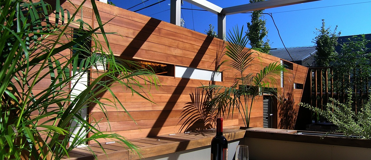 アルミと横貼りウッドフェンスの組み合わせ(視線CUT目隠しフェンス)