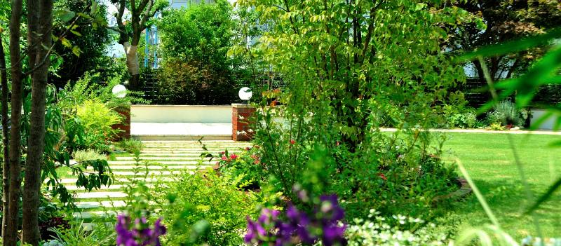 お庭を散策する贅沢 ~杉並の庭リフォーム~