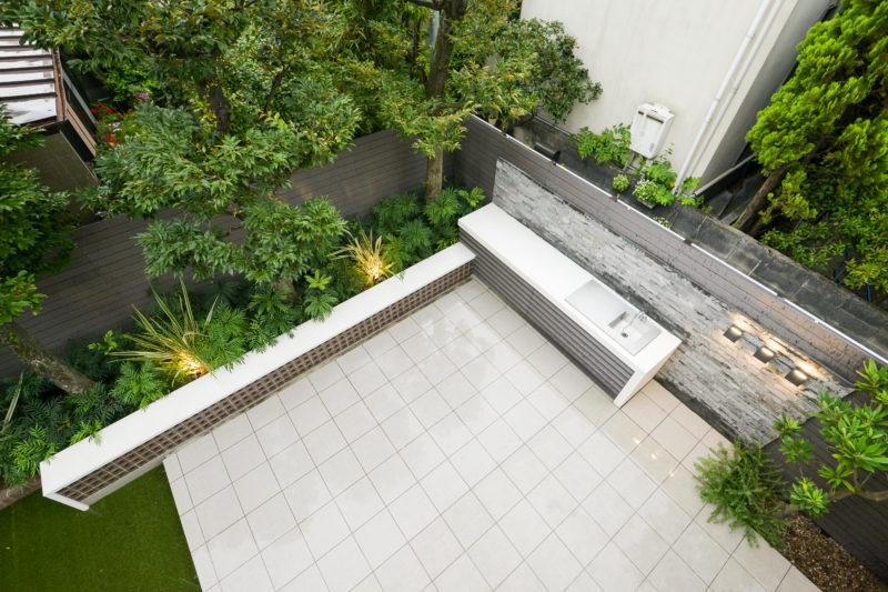 2階から眺めるプライベートガーデン(お庭)の全景。