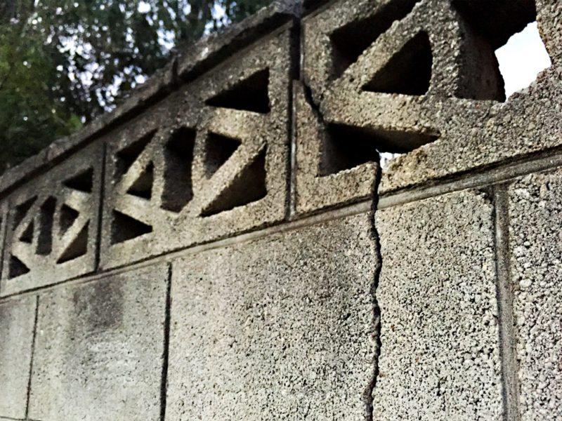 危険なブロック塀